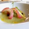 Gallinella marinata, rapa rossa, passion fruit, pesche, salsa di asparagi e alghe. Granpiatto, complesso e suadente