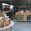 """Rispetto a prima, la cucina di servizio è più grande, spaziosa e completamente aperta sulla sala: """"E' il centro del nostro villaggio scandinavo"""", spiega Canella. Oggi ci lavorano 30 cuochi, 10 in più rispetto alla cucina del primo Noma"""