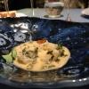 ...protagonista di quest'altro piatto, nuovissimo: il collagene del muso del salmone con le sue uova e salsa di acetosella. Wow!