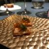 Altra novità, presentata a Gastronomika,è laCostilla de salmón con mojo di estragón. Le costolette di salmone, ottenuteuna a una sfilettando con attenzione le lische con la polpa attorno, sono accompagnate da mojo di dragoncello e uova di salmone