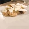Caos calmo: caramello al rafano, morbido di caprino, mandarino kumquat, cialda al wasabi. Ribadisce che Di Pasquale è anche un fior di pasticcere contemporaneo, i due dessert sono la chiosa perfetta di un importante pasto di fine dining