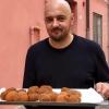 Beppe Palmieri, sommelier e maitre dell'Osteria Francescana di Modena, 3 stelle Michelin e ristorante numero uno al mondo nelle edizioni 2016 e 2018 della World's 50Best. Pochi metri più in là ha aperto Generi Alimentari Da Panino