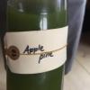 C'è una persona nello staff del Noma che si occupa solo del juice menu. Primo calice servito, gustoapple/pine, mela e pino. Ogni bicchiere rimane in tavola per una media di 3 corse. Gli abbinamenti col cibo sono in parte studiati, in parte casuali