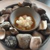Steamed king crab and egg yolk sauce.E' la rivisitazione di una pietanza classica giapponese, appresa a Tokyo e applicata in Australia a uno snow crab (grancevola artica). Nomadismi globali che hanno resola cucina di Redzepipiù rotonda, meno estrema di untempo