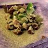 La terra ci nutre: acetosella, piselli, pomodorini datterini, formaggio di kefir ottenuto dal nostro latte, alga spirulina, zucchina