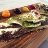 """Arcimboldo, """"Il nostro orto si traveste di dolce"""", è una geniale composizione di foglie candite e disidratate (insalata riccia rossa, melissa, finocchietto, foglia di menta, di spinacio, di rapa, basilico rosso, lattughino…) che incontrano creme di carota, erba cedrina, mela + carbone, peperone giallo + vaniglia (wow), lampione, mirtillo"""