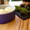 Altri due amuse bouche: Macaron di sanguinaccio e mela verde e Cromesquis di anguilla affumicata, bocconi spaziali