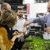 Koppert Cress  Koppert Cress è costantemente alla ricerca di ingredienti naturali innovativi, che permettano agli chef di aumentare il gusto e l'aroma dei loro piatti e di migliorarne la presentazione. «Siamo produttori di colori e gli chef sono i nostri pittori» ci ha spiegato Enrico Zallot. Una vasta rete internazionale di biologi, di esperti nel settore dei vegetali e di gastronomi fornisce un flusso continuo di prodotti, che soddisfa i requisiti culinari sempre più elevati di ristoranti sparsi ovunque nel mondo