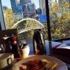 Prima colazione con vista sul centro di Melbourne e il corso del fiume Yarra