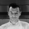 classe 1979, trevisano di Silea, dopo una lunga gavetta in ristoranti importanti (tra gli altri, Cracco, l'Hostaria dell'Orso di Gualtiero Marchesi, Akèlarre, Mugaritz, Ryu Gin e La Pergola), dal 2009 è l'executive chef del Bulgari Ginza Tower di Tokyo. E'l'unico chef italiano in Giappone premiato con una stella Michelin e nel 2015 è lo chef italiano dell'anno per la Guida ai ristoranti di Identità Golose