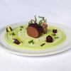 Filetto di cinghiale con fave, pecorino e mele caramellate al vino rosso Manuel Bentivoglio – chef dell'Agriturismo Roccamaia a Pievebovigliana (Macerata)
