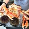 Come in un qualsiasi ristorante di mare delle coste italiane e del mondo, il vassoio del pescato (in questo caso nei mari del Nord) viene portato al tavolo e spiegato