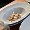 Orzo, farro e radice amaradiAntonia Klugmann,il piatto che ha conquistato il pubblico di Astino con la semplicità dei prodotti utilizzati. Materie prime povere, cereali mantecati con il burro: ricetta dall'apparenza semplice ma che regala sapori accattivanti.