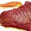 Pino Cuttaia, La Madia, Licata (Agrigento)  Memoria visiva - E' il mio ricordo in una fetta di tonno rosso di Sicilia. Quando ero piccolo mio nonno, che era un ottimo cuoco, marinava con un po' di limone la paillard di vitello, prima di cuocerla. Faccio lo stesso col tonno, ma non lo cuocio anche se l'aspetto è simile, l'impressione della cottura è data proprio dalla marinatura. Se capita lascio che si trovi nel piatto anche il seme del limone: le mamme non si curavano mai se qualche seme cadeva nel piatto. Così presento la ricetta con una volontà evocativa di una quotidianità familiare, che è vita