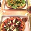 Due pizze vegano da 00 & Co. di Matthew Kenney a New York. La chiave per apprezzarle è tutta in quella parola di sei lettere: vegane. E' ciome una finestra su un altro mondo che però non ha troncato i rapporto con la terra.