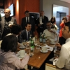 Matteo Renzi, il giorno dell'inaugurazione, a tavola con il ministro Martina e con Massimo Bottura