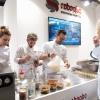 """RoboQbo  RoboQbo ha presentato al congresso con cooking show di Viviana Varese le applicazioni in gastronomia e pasticceria di Qbo Universal Processing System nella versione 4. Una singola unità Qbo-4 è in grado di cuocere, raffreddare, concentrare, raffinare e lavorare in sottovuoto qualsiasi prodotto alimentare. Oggi è disponibile con un ampio display touchscreen da 10,1"""" oltre a un'interfaccia user friendly con funzioni avanzate di controllo del processo produttivo e di sanificazione"""