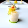 Tris: in primo piano il Cannellone con gambero impanato; dietro uno Shao Mai con capesante,gamberi e wasabi; in fondo unoShao Long Bao in brodo di granchio e carne