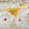 Samosa di sfogliatella napoletana (2011): piatto glocal.Qui si è lavorato sulla sfoglia: dopo aver ricercato a lungo una ricetta della pasta dei Samosa, si è trovato finalmente il procedimento indiano e si è iniziato a produrla in casa. Con la sua croccantezza ben si accoppia con i litchi, il cocco e lo yogurt