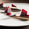 Sgombro, rapa rossa affumicata, salsa di rapa e olio al finocchietto selvatico, di Marta Scalabrini
