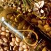 """Il miglior vino è il Retsina prodotto da CantinaKechris. Spesso si trovaRetsina di pessima qualità, ma l'enologo Stelios Kechris è riuscito invece a produrne di ottima, vincendo premi internazionali: Decanter World Wine Awards, International Wine Challenge (2009), Mundus Vini (2013) e Vinalies Internationales (2014). La chicca è ilDakry Me Peuko, """"lacrima di pino"""".Tel: +30.2310.751283"""