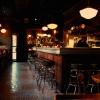 Tra gl indirizzi del cuore di Sarah Grueneberg c'èAu Cheval: «C'è quasi sempre coda», ci racconta la chef del ristorante Monteverde di Chicago, «quindi scrivete il vostro nome in lista presto e nell'attesa andate a farvi un cocktail o uno snack in uno dei tanti locali sulla Randolph street. Poi tornate, ordinate l'arcifamoso cheeseburger Au Chevale non aggiungeteci alcun topping. E' perfetto così» (foto auchevalcicago.com)