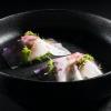 Fazzoletti di daikon con Natto di ceci, cipolla rossa fermentata e kefir di mandorle, di Daniela Cicioni