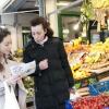 Comprare le verdure per fare una spesa solidale