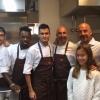 Gianluca Vialli con tutta la brigata della cucina di Identità Expo