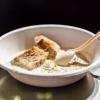 La buonissima Zuppa di ricotta con olio extravergine, pepe e pane offerta al pubblico di Identità di formaggio da Giuseppe Zen