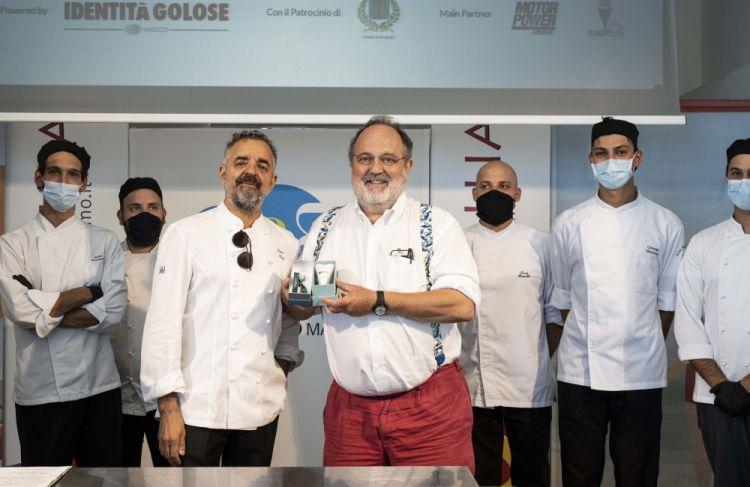Paolo Marchi con Mauro Uliassi sul palco della prima edizione