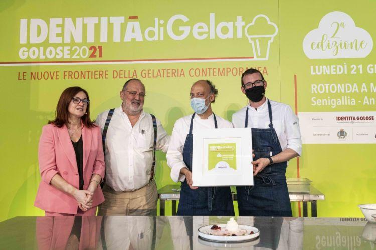 Foto di gruppo a fine intervento: Eleonora Cozzella, Paolo Marchi, Moreno Cedroni e Luca Abbadir