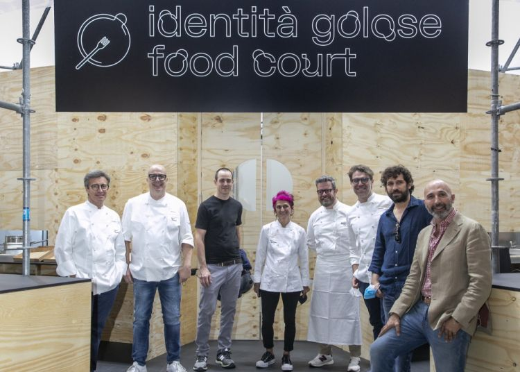 Double photo with the protagonists of the Food Courts(try having 8 chefs pose for a photo when they have a service to take care of!): left to right Andrea Besuschio,Paolo Brunelli,Simon Press,Cristina Bowerman,Eugenio Boer,Renato Bosco,Matias Perdomo,Andrea Ribaldone(coordinator of the kitchens at Identità Golose Milano)