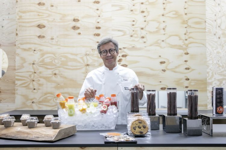 """Andrea Besuschio-Pasticceria Besuschio, Abbiategrasso (Milan):«As usual, we wanted to bring some taste to the visitors of Supersalone. Great raw materials, which we work ourselves in our lab, I don't focus on the appearance and the assembly of a dish or a dessert. My commitment is in enhancing the ingredients: this is why we brought both """"travel"""" products, displayed in the shop, and a very tasty dessert that represents our territory, our proximity to Piedmont, zabaglione, super rich, and then of course chocolate, which was my first love»"""