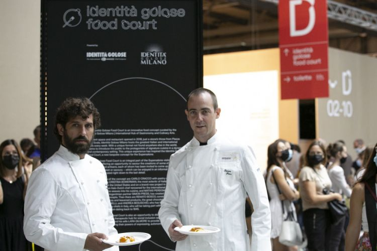 Matias Perdomo and Simon Press-Contraste, Milan:«We presented our Donut alla bolognesebecause it is surely a dynamic dish, which we can serve in a situation such as this one. But it also well represents the blend you can find in our kitchen: there's play, memories, the desire to transform products, giving them a new shape. It's great to be here, we experience once again the emotion of going out, of working for a big event»