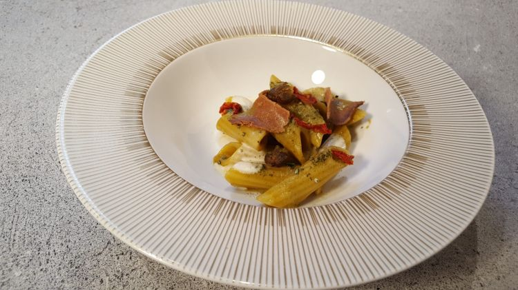 In Dispensa: Penne ritorte, Bloody Mare, bottarga, pil pil, Gianfranco Pascucci