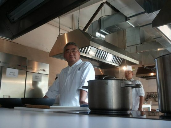 Kunio Tokuoka in the kitchen of Al Cortile (photo