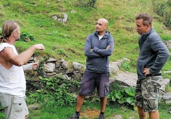 I cuochi Michele Mette e Aronne Giorgietti in visita allaFattoria Guglielminetti, sul Lago d'Orta, perselezionare la carne