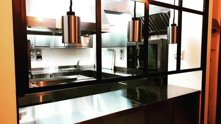 La nuova cucina, appena installata, di Mauro Ladu a Mamoiada