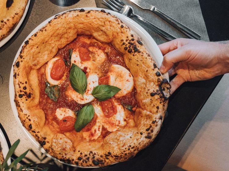 Bufala Cocciuta:vellutata di pomodoro San Marzano,pomodoro lampadina e mozzarella di bufala a km 0