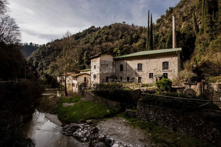 """The 15th century paper factory in Maina Inferiore, in Toscolano, in the """"Valle delle Cartiere"""": today it's also a museum, as well as the headquarters ofToscolano Paper. The latter not only produces paper following the old method, but it's also an artisanal printer with machines from the Twenties, Thirties and Forties"""