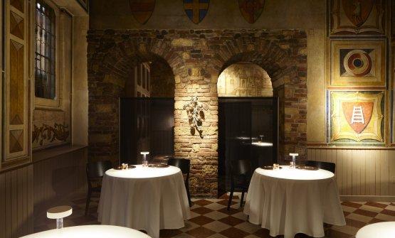Il 12 Apostoli è un locale splendido di suo, e ancor più dopo che Davide Groppi ne ha illuminato perfettamente tavoli e pareti, leggi Il genio di Davide Groppi: la luce nel piatto