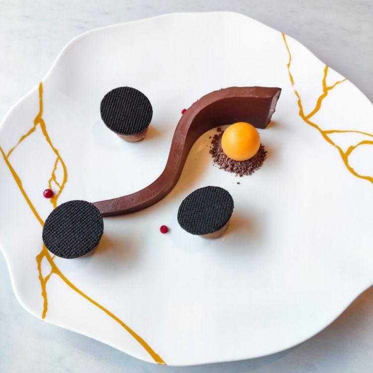 Chocoflex evolution: gel di cioccolato elastico, cremoso di arachide, sablé al cacao, grué e sorbetto di zucca