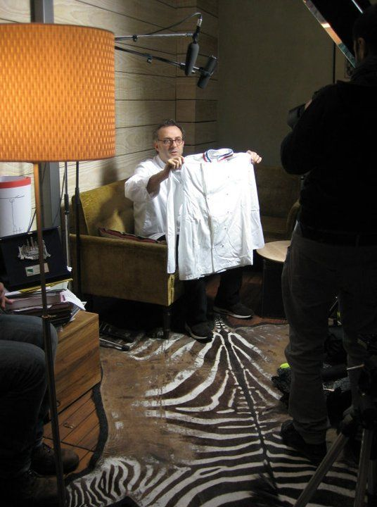 Massimo Bottura durante la registrazione del suo intervento per il documentario La leggenda del cuoco venuto dallo spazio