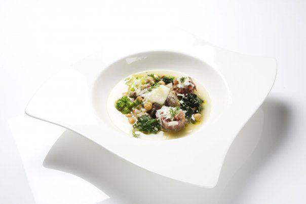 Alcune tra le tanti versioni della minestra maritata di Viviana Varese. Questa è immortalata in una foto del 2009.