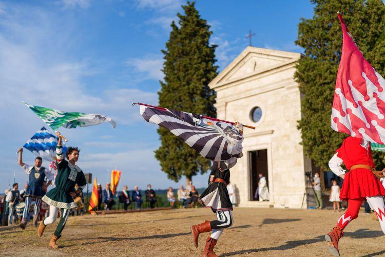 La cinquecentesca cappella di Vitaleta nel giorno dei festeggiamenti per i restauri ultimati