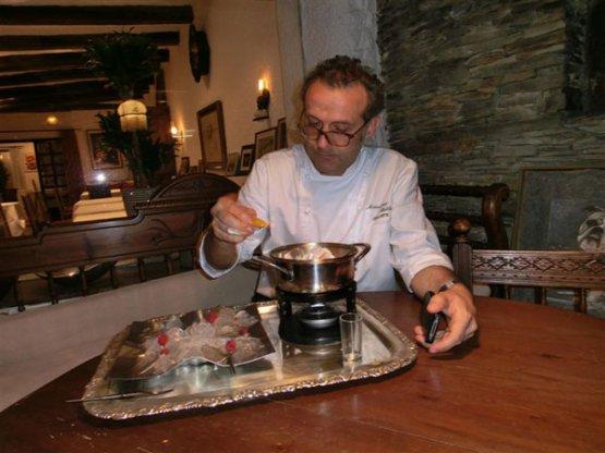 31 luglio 2011: il ristorante elBulli di Ferran Adrià chiude per sempre. Nel menu d'addio, spicca una riedizione creativa dellaPesca Melbadi Escoffier, nell'occasione preparatada Massimo Bottura