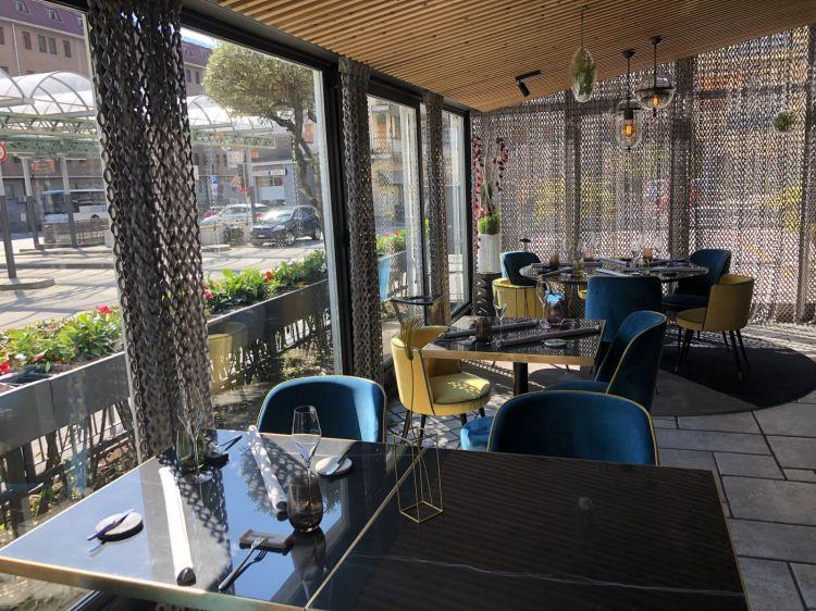 La veranda del ristorante gourmet (c'è anche il bistrot, all'interno)