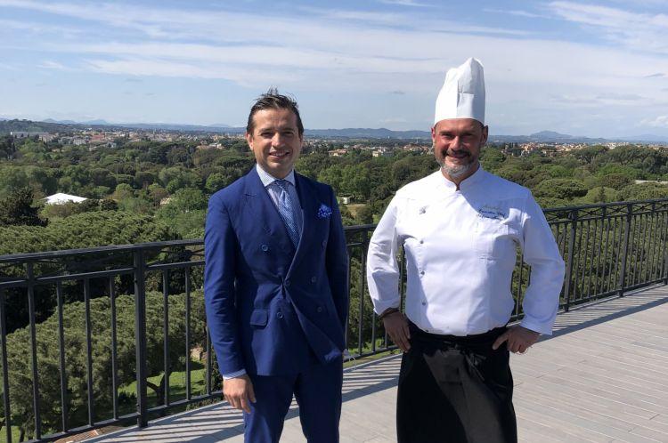 Luca Costanzi eStefano Marzetti, maitre e chef del Mirabelle, qui all'ottavo piano dell'hotel, che dal primo giugno ospiterà lo Sky Bar