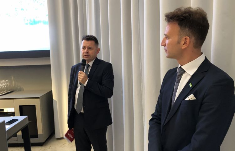 Slovenian consulBoris Antolicand Board directorAljosa Ota